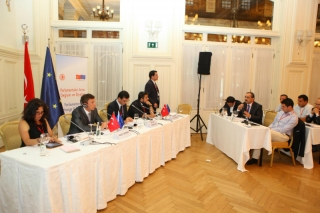 uluslararasi-yaz-kampi-genclik-ve-politika-3